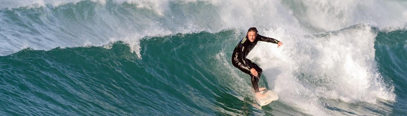La pratique du surf en Côtes d'Armor